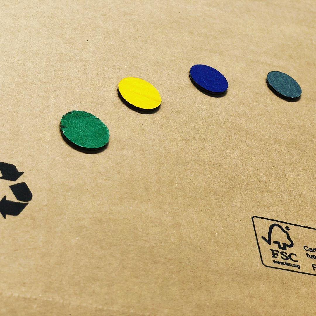 Contenedor amarillo, contenedor azul, contenedor verde, contenedor gris